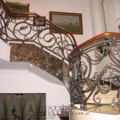 balustrady-porecze-schodowe-drewninane-pozlacana-mosiezna-albanski-marmur-b162c