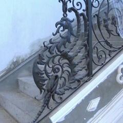 balustrady-schodowa-wewnetrzna-metalowa-kuta-w-stylu-gotyckim-b160