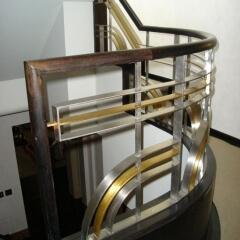 balustrady-ze-stali-nierdzewnej-z-drewniana-porecza-b235b