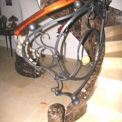 balustrady-porecze-schodowe-drewninane-pozlacana-mosiezna-albanski-marmur-b162d