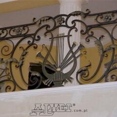 balustrady-schodowa-wewnetrzna-metalowa-kuta-na-wandze-b141i