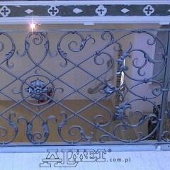 balustrady-schodowa-wewnetrzna-metalowa-kuta-w-stylu-gotyckim-b160b