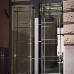 drzwi metalowe kute ze szkła